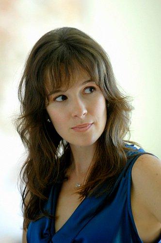 Rachel Edwards || Claire van der Boom [Libre} Claire