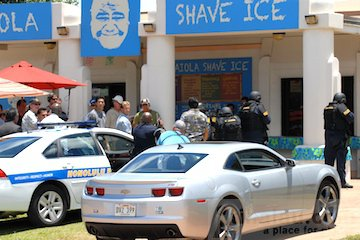 HPD called to Waiola Shave Ice Stand, photo: Tina Lau.