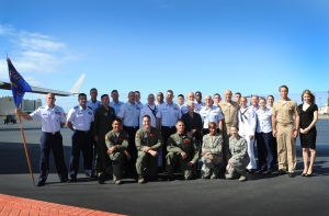 15th Wing and service members of JBPHH with Terry O'Quinn, Alex O'Loughlin and Lauren German.  (Photo:  US Air Force PAO)