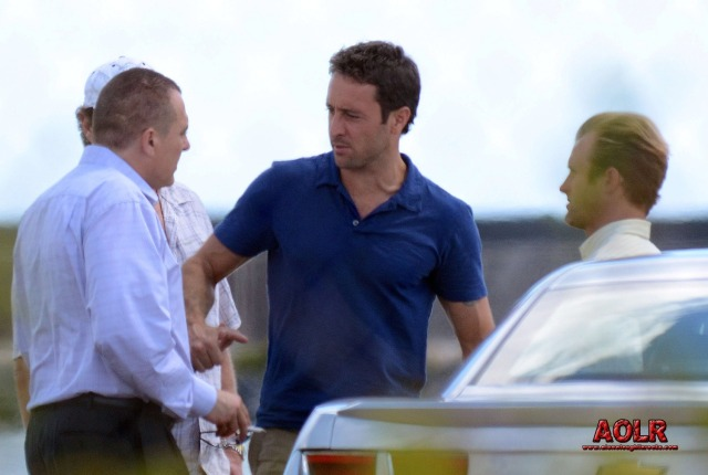 BTS with Scott Caan, Alex O'Loughlin and Tom Sizemore.  Photo: Flynet, posted by Mizzoh.