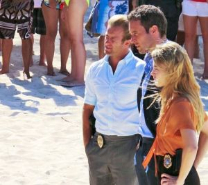 Danny, Steve and Lori investigate at Waimanalo Beach.  (Photo: CBS)